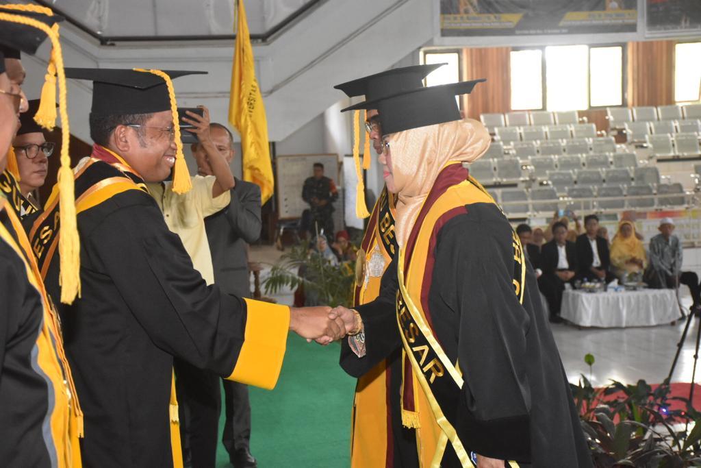 Prof Yusuf Sabilu dan Prof Mashuni Resmi Dikukuhkan Sebagai Guru Besar UHO