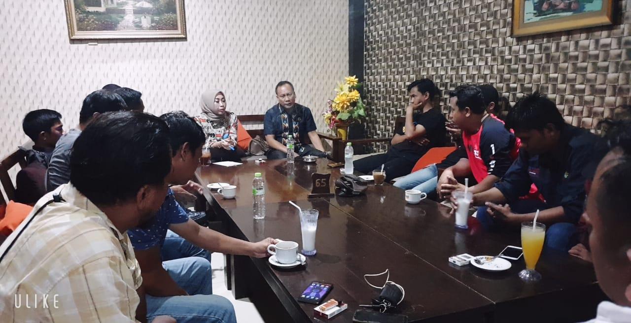 Sekwan DPRD Sultra Ngopi Bareng Wartawan