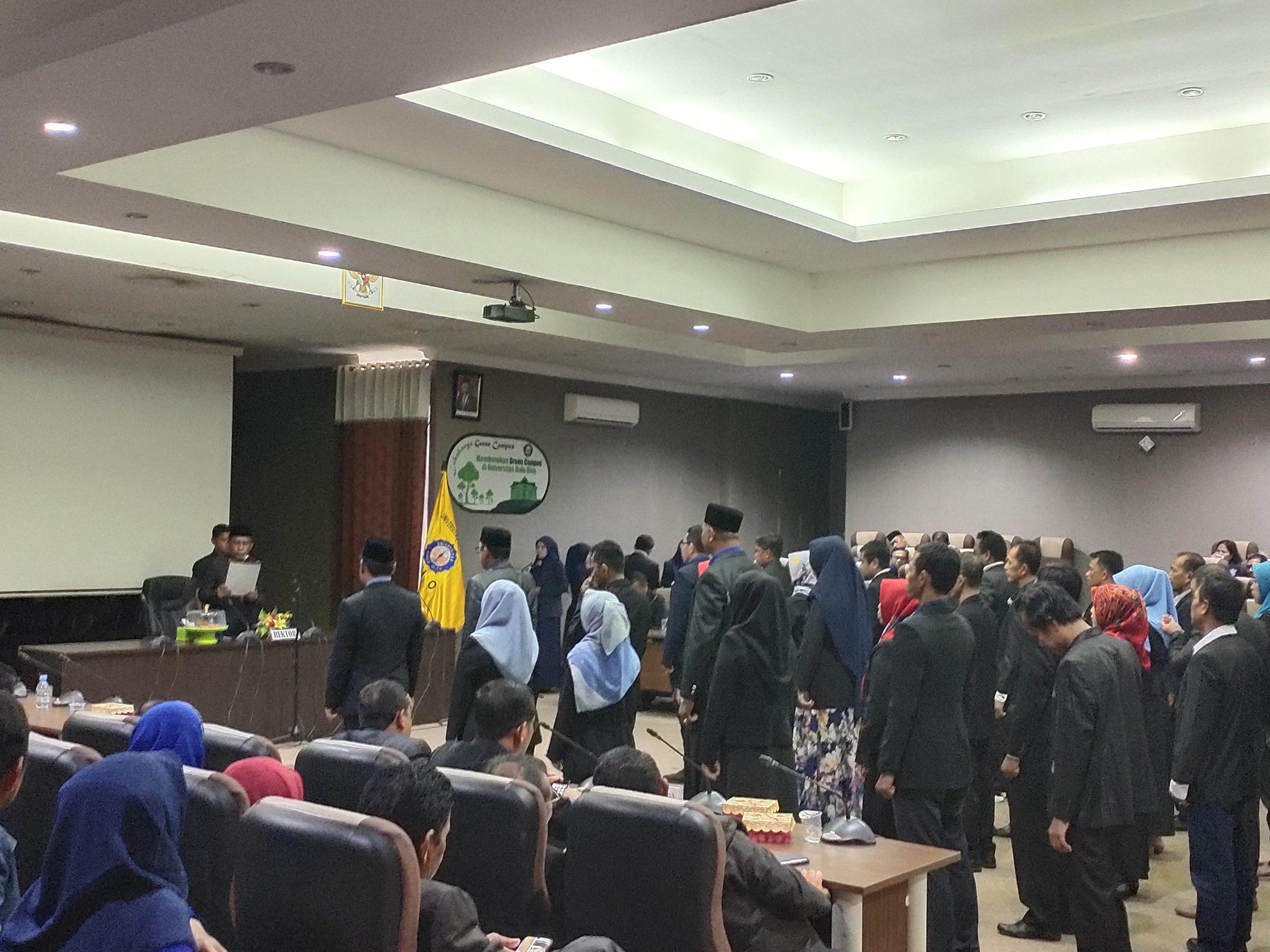 Rektor UHO Lantik Belasan Pejabat Non Struktral