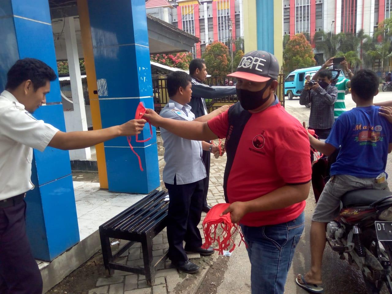 DPC PDIP Kendari Bagikan Ribuan Masker Gratis ke Masyarakat