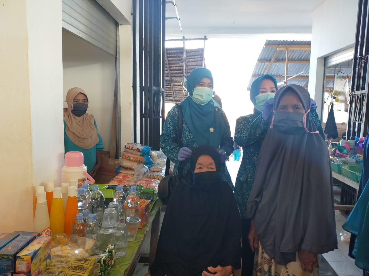 PKK dan Organisasi Wanita Konkep Bagikan Ratusan Masker ke Masyarakat