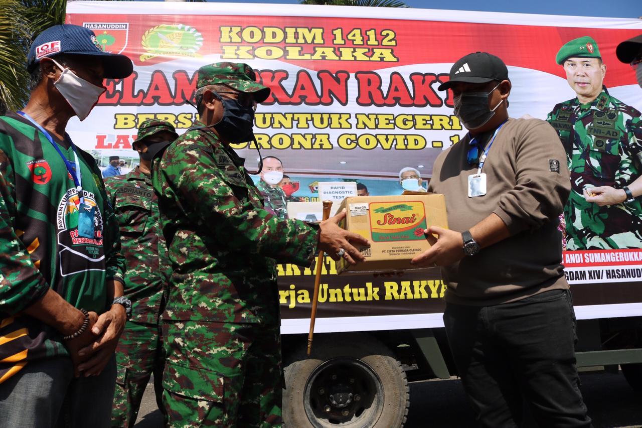 Pangdam XIV/Hasanuddin Salurkan Bantuan Ribuan Paket Sembako ke Masyarakat Kolaka