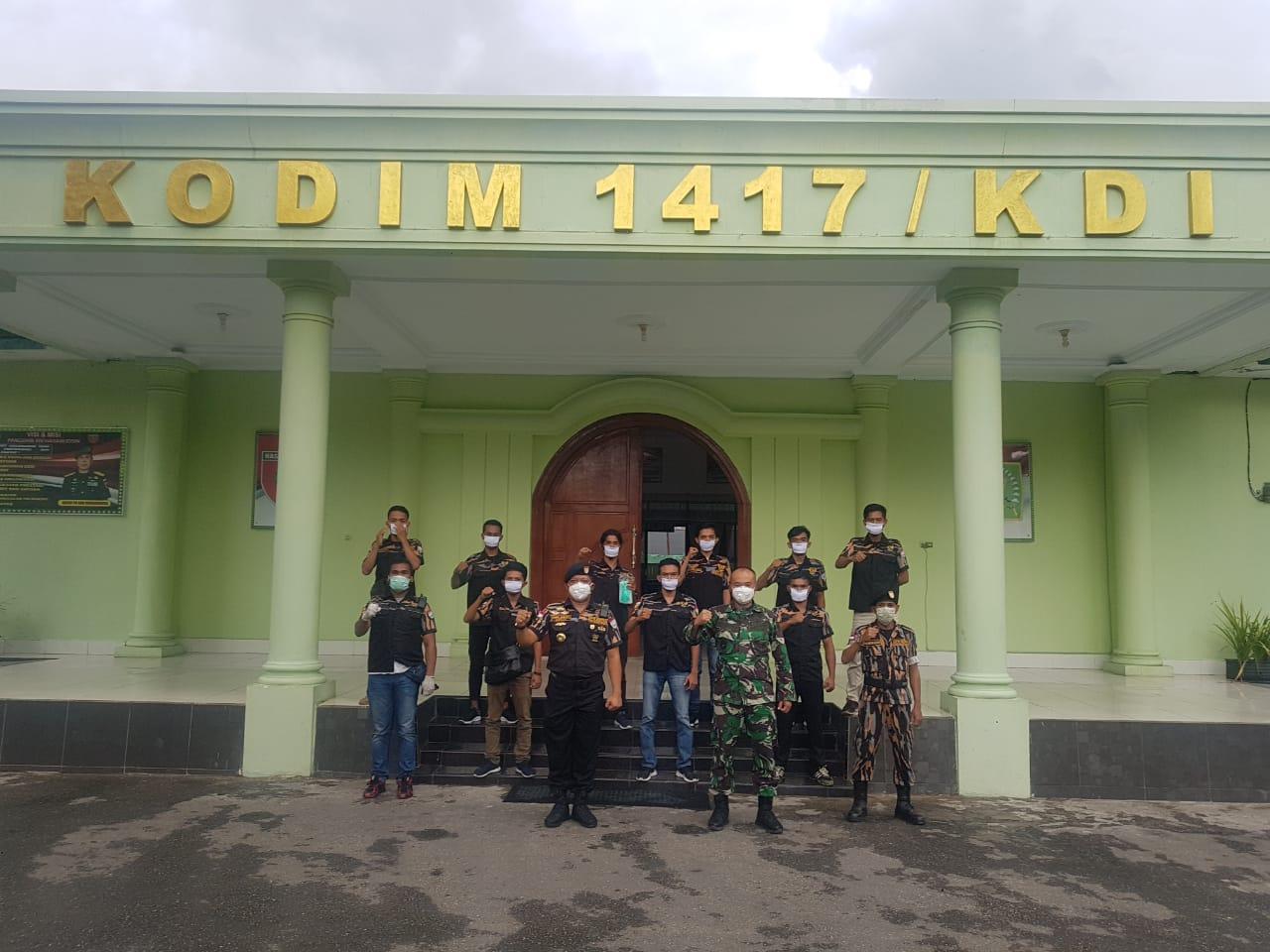 Pekat IB Sultra Bagikan Ratusan Masker ke TNI-Polri
