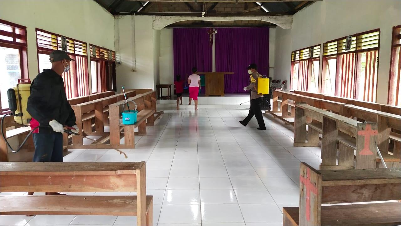 Seluruh Rumah Warga Desa Wawonindah Disemprot Desinfektan