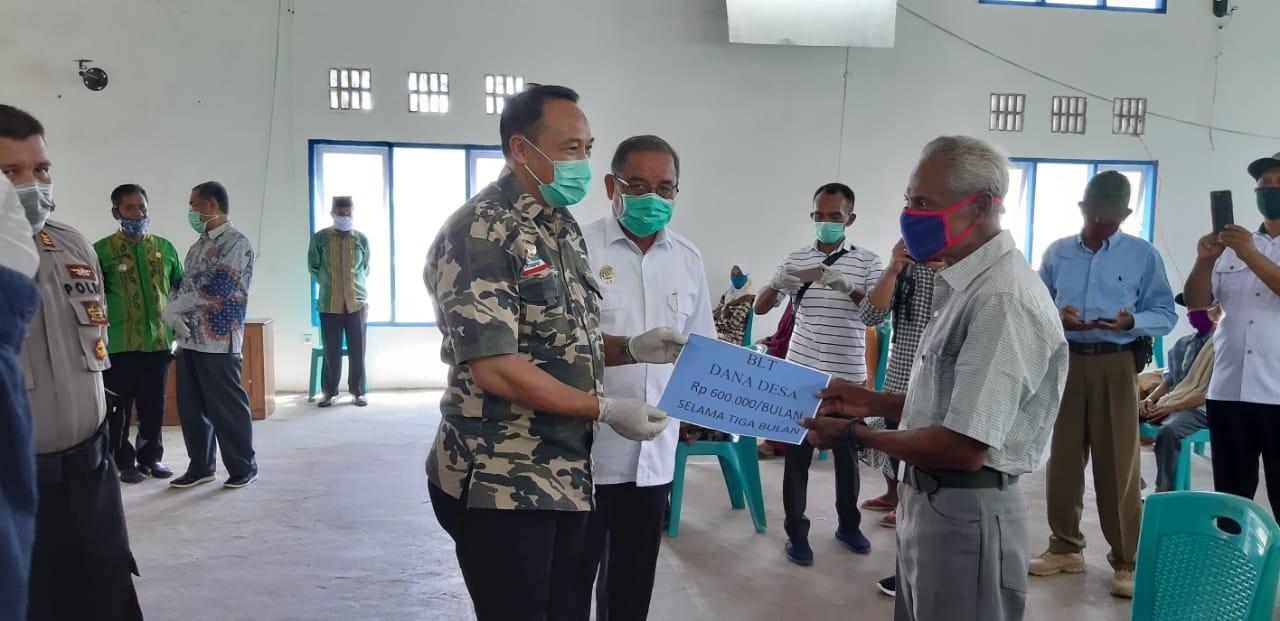 Salurkan BLT DD di Kecamatan Maginti, Bupati Mubar Ucapkan Terima Kasih Kepada Pemerintah Pusat