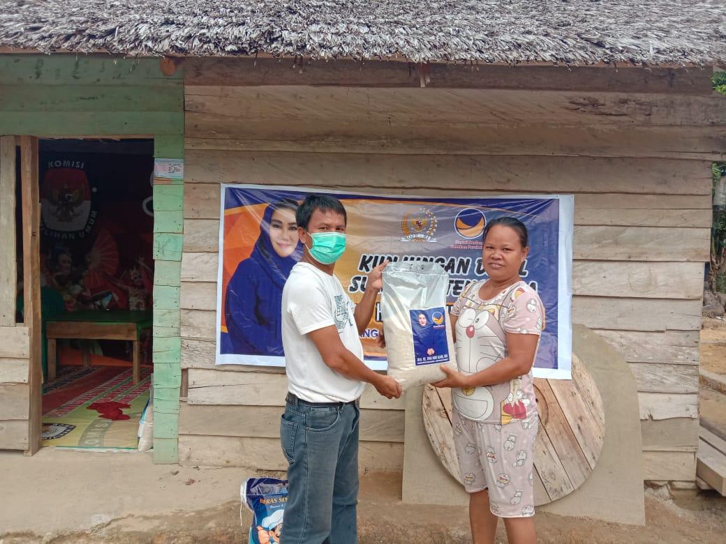 Tina Nur Alam Bantu Warga Terdampak Covid-19