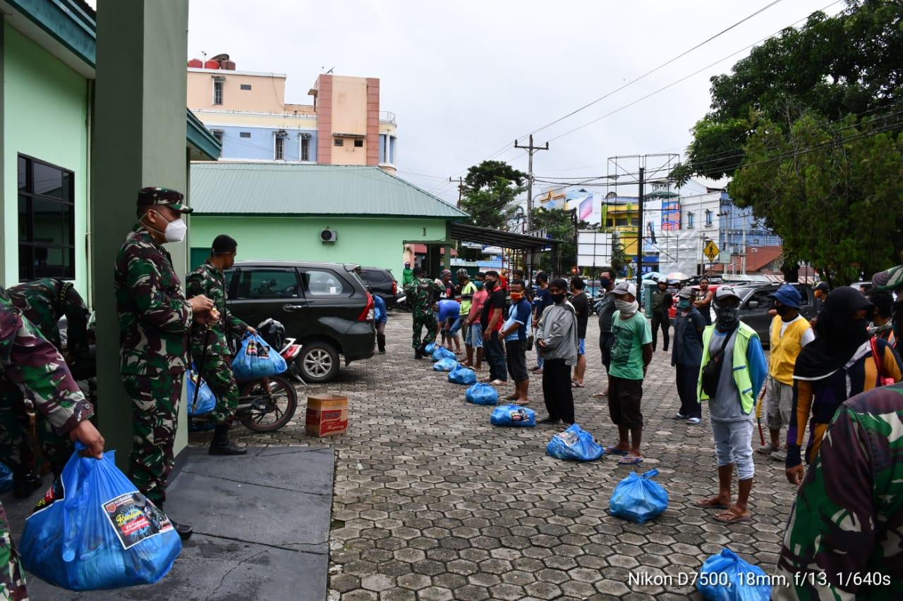 Korem 143 HO Distribusikan Bantuan Pangdam ke Masyarakat