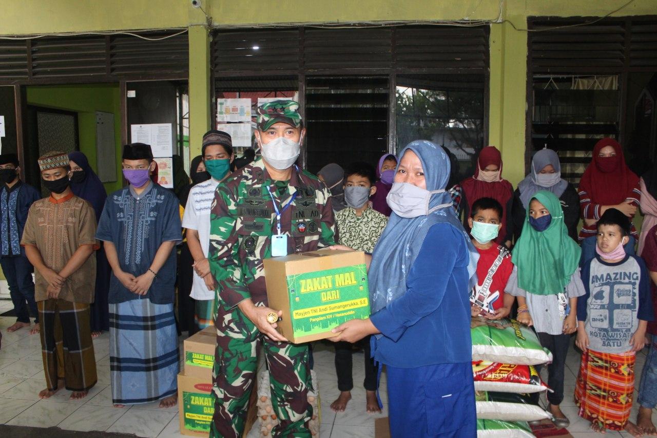 Puluhan Panti Asuhan di Makassar Terima Bantuan Sembako dari Pangdam XIV/Hasanuddin