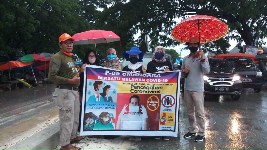 Bersatu Lawan Covid-19, Forum Alumni 89 Smansara Bagikan 1000 Masker Kepada Masyarakat Muna