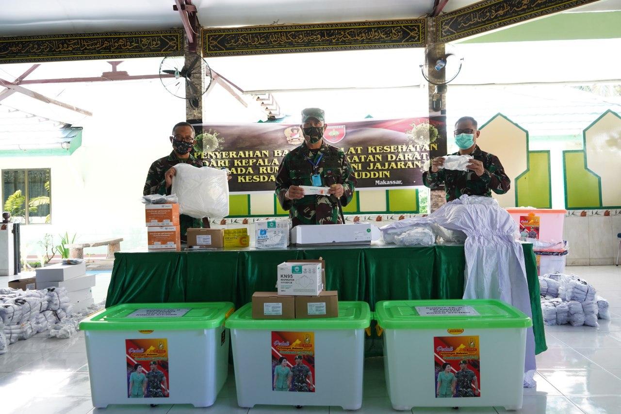 Pangdam Hasanuddin Serahkan Matkes Covid-19 Bantuan Kasad Ke RSAD Jajaran Kodam