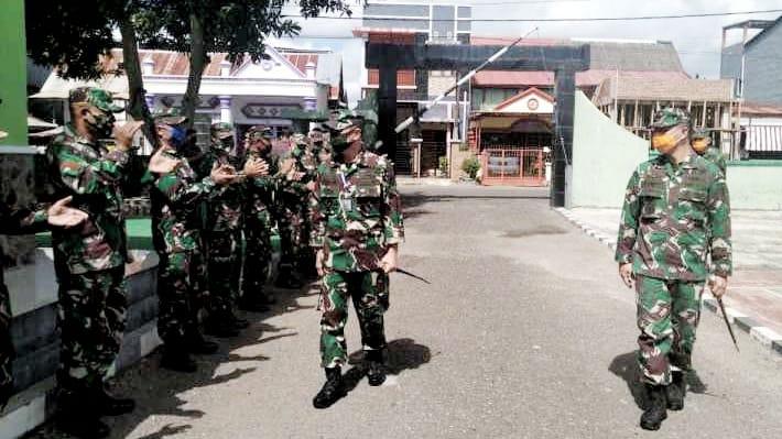 Mayjen TNI Andi Sumangerukka Instruksikan Jajarannya Ringankan Beban Masyarakat di Masa Covid19