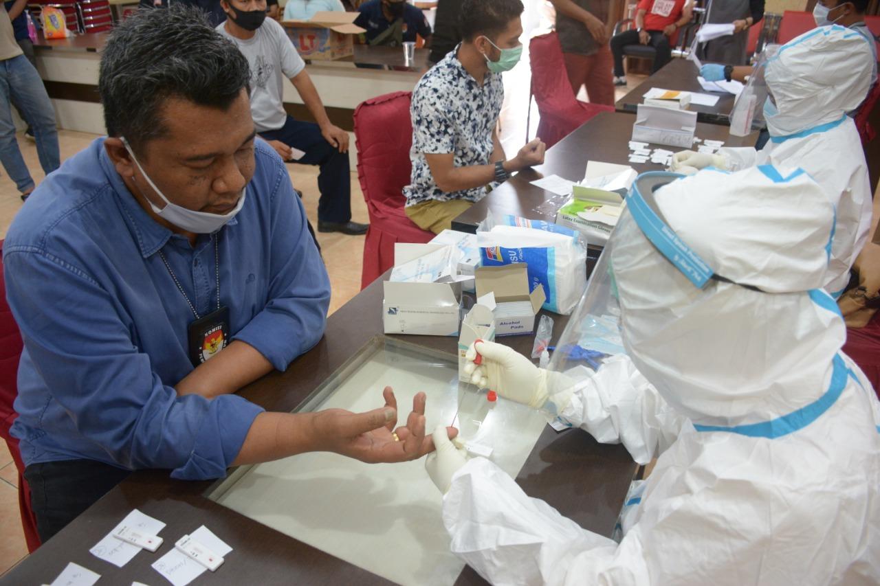 Ketua dan Komisioner KPU Sultra Jalani Rapid Test Covid19