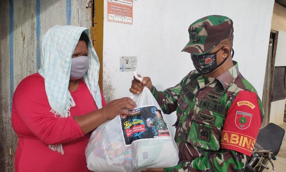 Door to Door Prajurit Kodim 1417 Kendari Salurkan Bantuan Pangdam Hasanuddin ke Masyarakat Bajau