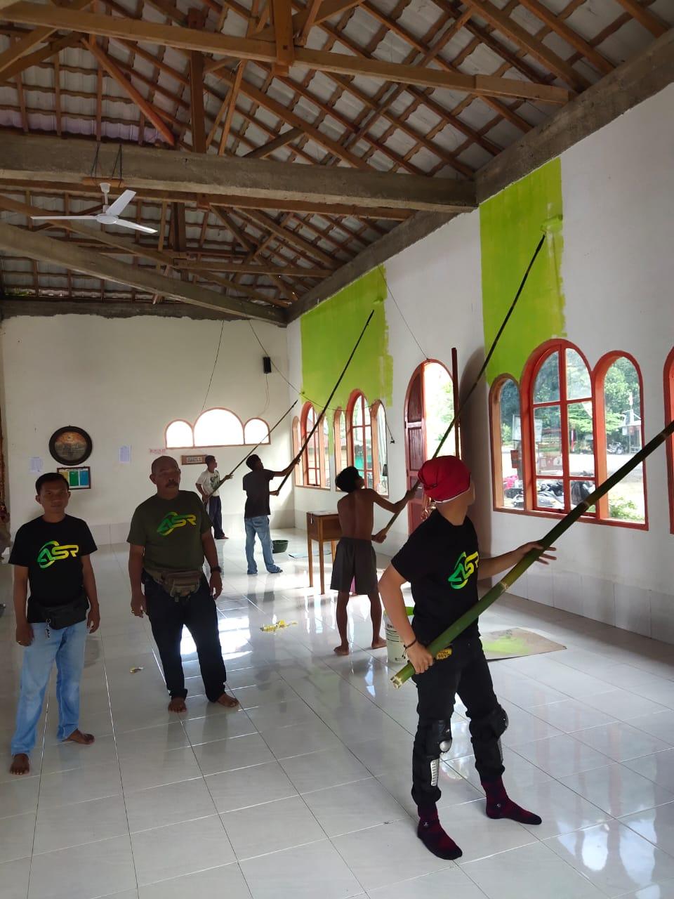 Relawan ASR Bersih-bersih Masjid di Tamborasi Kolaka