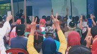 Pendukung SBM Antusias Gelar Nonton Bareng Debat Publik di Posko Juang