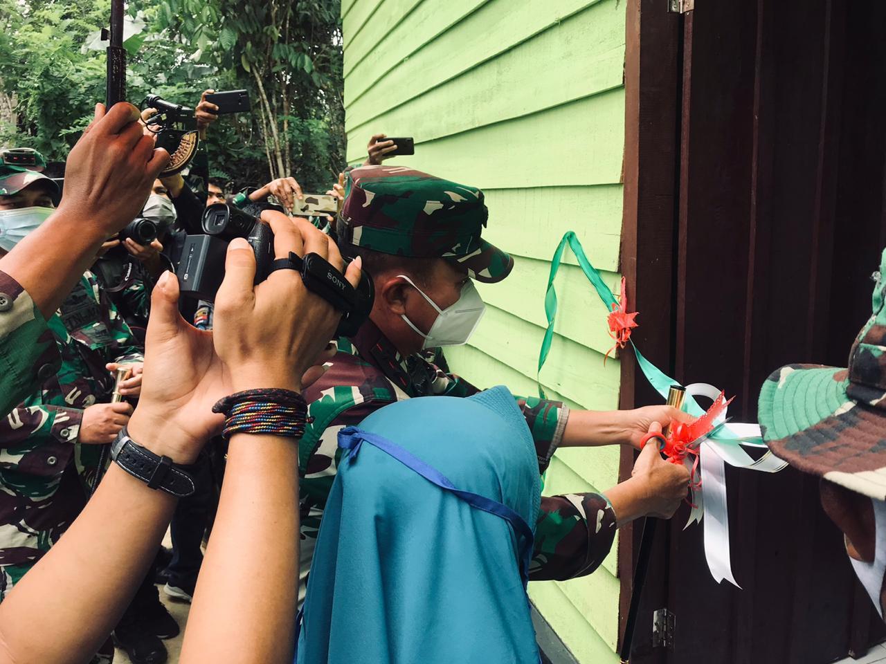 Pangdam Hasanuddin Resmikan Masjid dan Rumah Hasil Karya Bakti TNI 2020