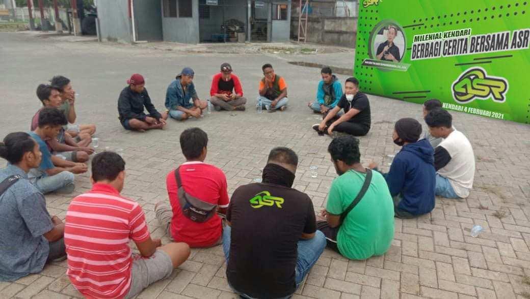 Milenial ASR Kendari dan Buruh Pelabuhan Berbagi Cerita