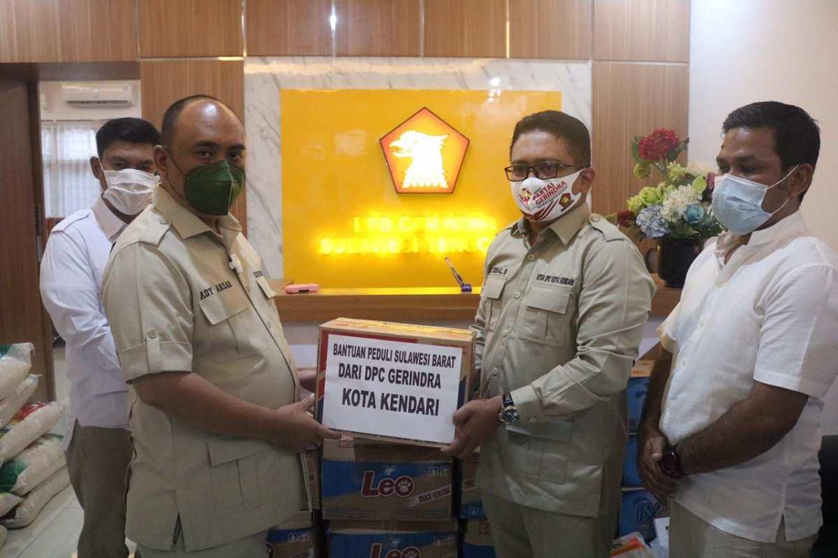 DPC Gerindra Kendari Serahkan Bantuan Untuk Korban Gempa Sulbar ke DPD Gerindra Sultra