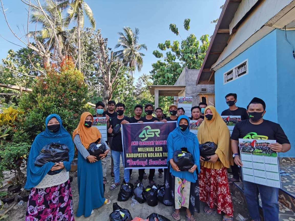 Peduli Rakyat, ASR Milenial Koltim Berbagi Sembako