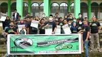 ASR Muna Berbagi Paket Sembako, dan Bersih-bersih Lingkungan Masjid Kotano Wuna