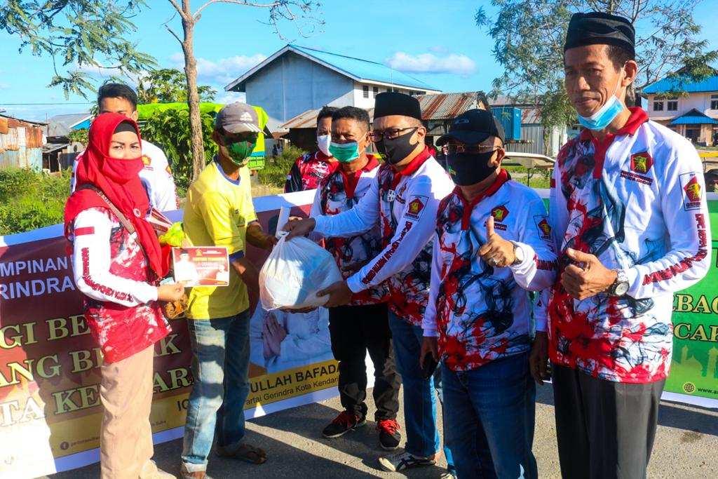 ASR Bersama Gerindra Hadir Ditengah-tengah Ratusan Tukang Becak di Kota Kendari