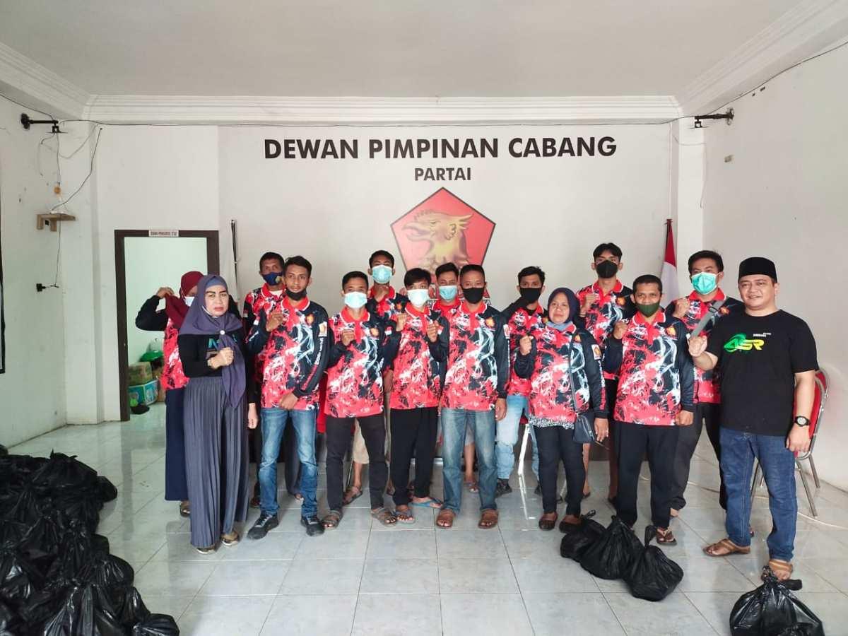 Sambut Idulfitri, ASR Berbagi Paket Lebaran ke Pengurus Partai Gerindra Sultra