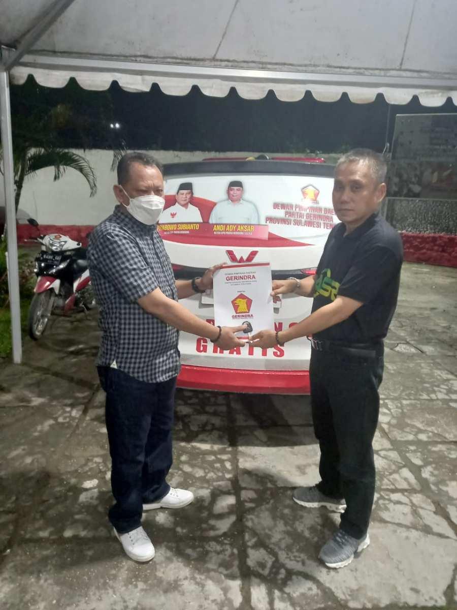 DPD Gerindra Sultra Serahkan 1 Unit Ambulance ke DPC Baubau