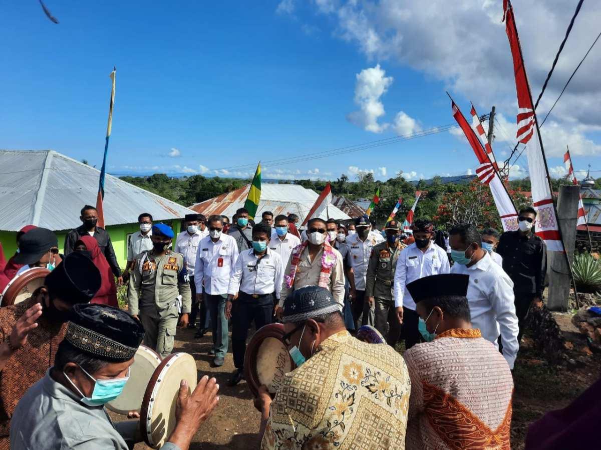 Kunker ke Molagina, Bupati Busel Jawab Keluhan Masyarakat