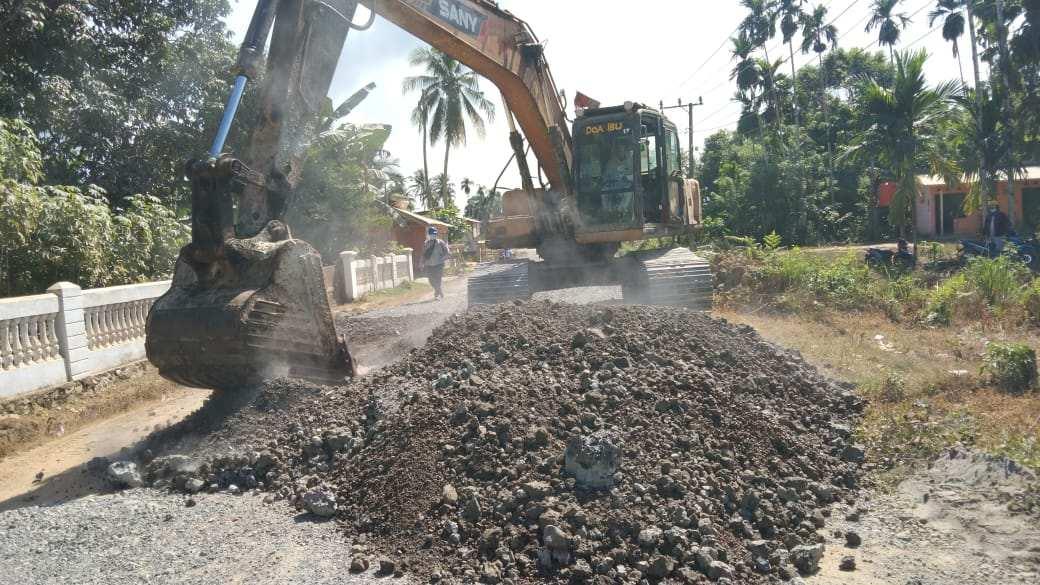 PT VDNI Lakukan Perbaikan Jalan di Dua Desa