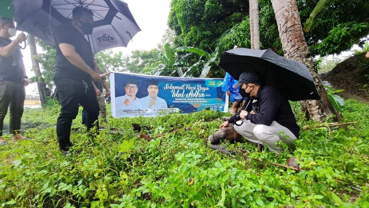 Momen Haru Masyarakat RT 7, Kelurahan Kemaraya saat ASLI Berbagi Daging Qurban