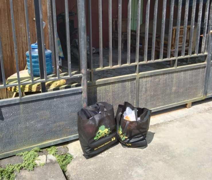 Gandeng Ojol dan Pelaku UMKM, Relawan ASR Kendari Salurkan Makanan dan Vitamin kepada Warga Isoman di 11 Kelurahan