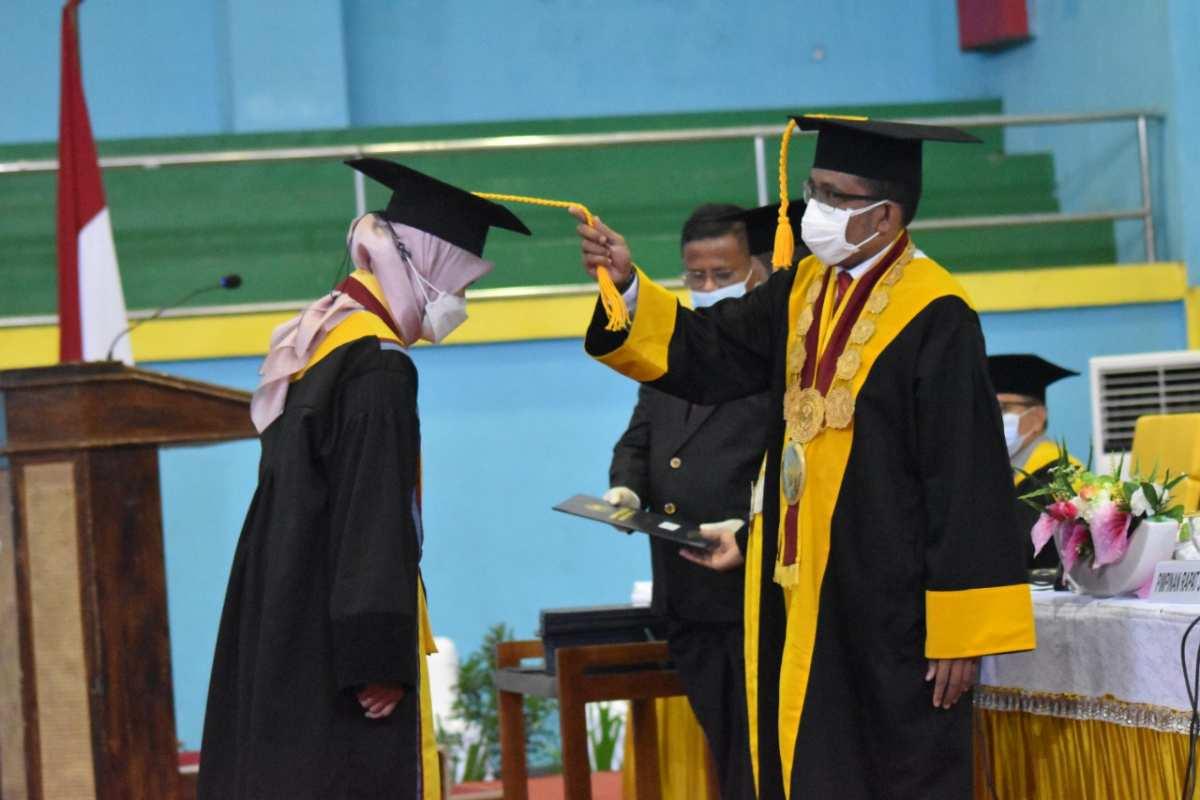 Ribuan Mahasiswa UHO Diwisuda Secara Prokes