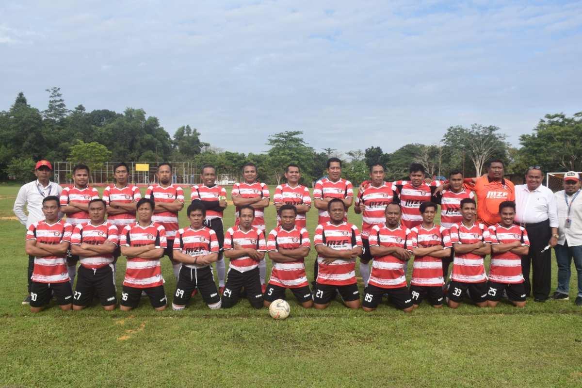 Tim Sepakbola UHO Taklukan LDM Legend, Rektor Zamrun Jadi Pemain Terbaik