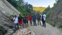 Relawan ASR Konkep, Bersama Gerindra dan Karang Taruna Gelar Baksos Timbun Jalan Rusak